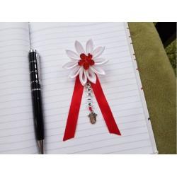 Kvet na kočík (biely) červený kvietok