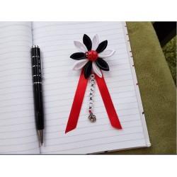 Kvet na kočík (čierno biely) lienka červená