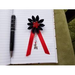 Kvet na kočík (čierny) červený kvietok