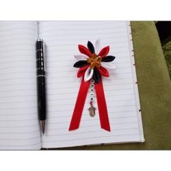 Kvet na kočík (čierno červeno biely) žltý kvietok